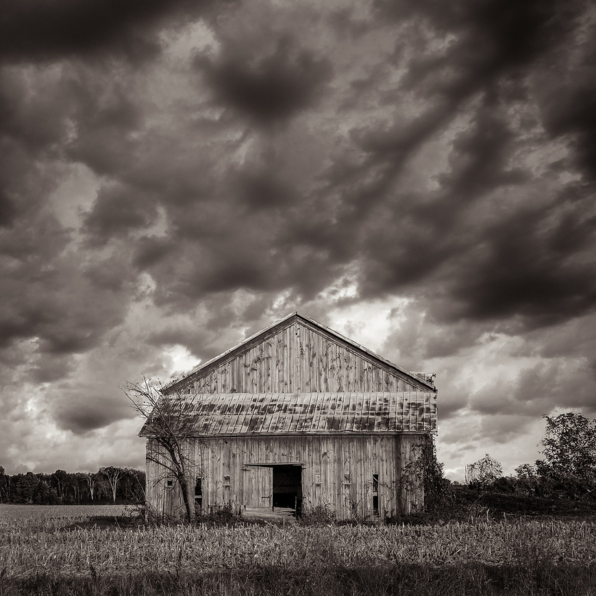 BARN STORM #blackandwhite #black&white #B&W #monochrome #wisconsin #midwestmemoir #photograph #landscape #barn #clouds #photography #midwest #documentary