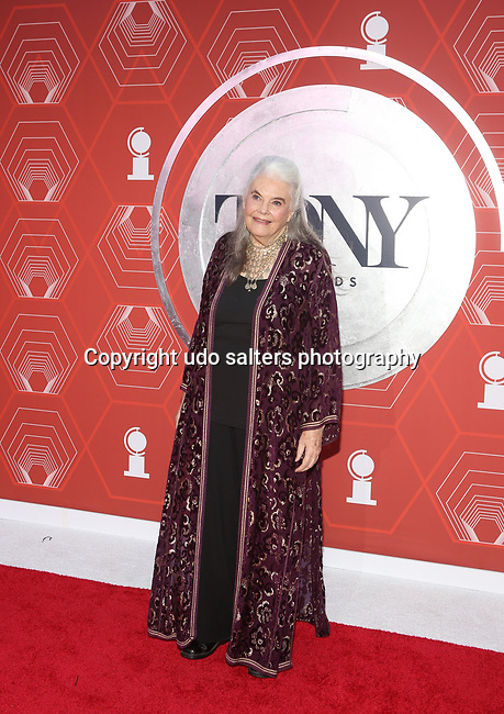 Lois Smith attends the 74th Tony Awards-Broadway's Back! arrivals at the Winter Garden Theatre in New York, NY, on September 26, 2021. (Photo by Udo Salters/Sipa USA)
