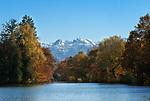 Oesterreich, Salzburger Land, Salzburg, Leopoldskroner Weiher im Hintergrund Hoher Goell | Austria, Salzburger Land, Salzburg, Leopoldskron Pond and Hoher Goell mountain