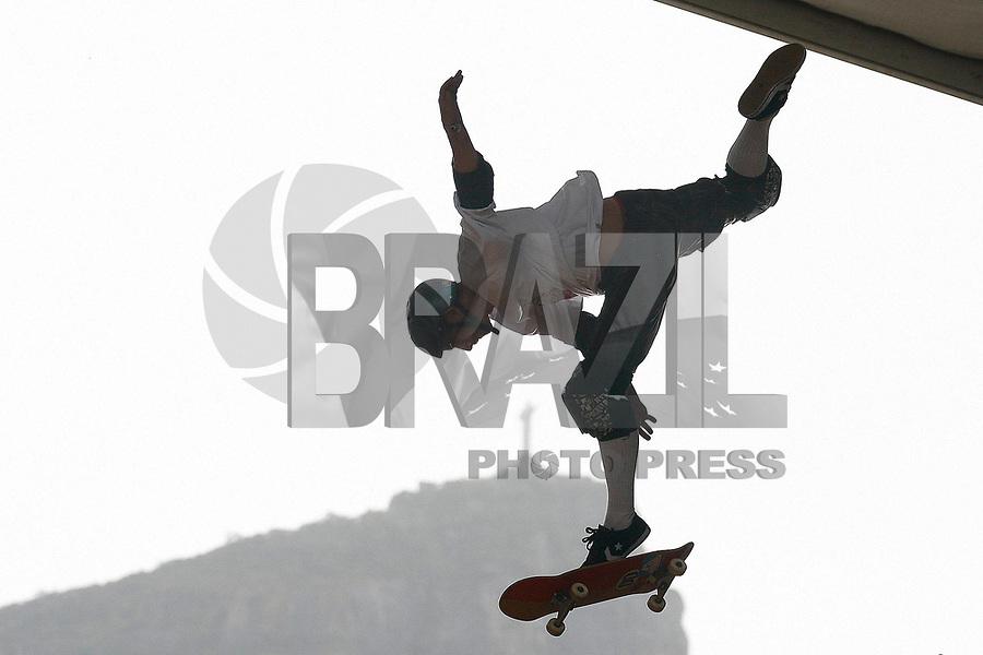 Rio de Janeiro - RJ - 05/03/2011 - Oi Vert Jam 2011 - Elimatórias disputadas esta tarde na arena montada as margens da Lagoa Rodrigo de Freitas, zona sul carioca.<br /> Na foto: competidor faz manobra<br /> Fotógrafo: Rudy Trindade