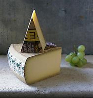 Europe/France/Franche Comté/39 /Jura: Fromage AOC Comté - Stylisme : Valérie LHOMME //  France, Jura, AOC Comte cheese