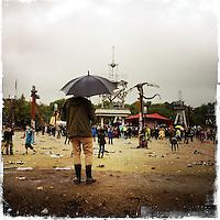 """Fusion-Festival 2014 auf dem Gelaende des Kulturkosmos e.V. in Laerz/Mecklenburg-Vorpommern.<br /> Bis zu 65.000 Menschen kommen jaehrlich fuer 5-6 Tage  zur """"Fusion"""" nach Laerz.<br /> Das linke Festival, was von den Besuchern und Machern scherzhaft auch als """"Ferienkommunismus"""" bezeichnet wird, ist eine Mischung aus Techno-Dancefloors, Theater und Live-Auftritten von politischen Bands.<br /> Die Karten fuer dieses Festival sind nur ueber die Fusion-Internetseite per Losverfahren zu kaufen. Nur ca. jede dritte bis vierte Anmeldung fuer eine Karte hat Erfolg.<br /> Im Bild: Das Wetter ist (fast) egal.<br /> 29.6.2014, Laerz<br /> Copyright: Christian-Ditsch.de<br /> [Inhaltsveraendernde Manipulation des Fotos nur nach ausdruecklicher Genehmigung des Fotografen. Vereinbarungen ueber Abtretung von Persoenlichkeitsrechten/Model Release der abgebildeten Person/Personen liegen nicht vor. NO MODEL RELEASE! Don't publish without copyright Christian-Ditsch.de, Veroeffentlichung nur mit Fotografennennung, sowie gegen Honorar, MwSt. und Beleg. Konto: I N G - D i B a, IBAN DE58500105175400192269, BIC INGDDEFFXXX, Kontakt: post@christian-ditsch.de<br /> Urhebervermerk wird gemaess Paragraph 13 UHG verlangt.]"""