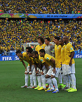 FORTALEZA - BRASIL -04-07-2014. Jugadores de Brasil (BRA) posan para una foto de grupo durante los actos protocolarios previo al partido de los cuartos de final con Colombia (COL) por la Copa Mundial de la FIFA Brasil 2014 jugado en el estadio Castelao de Fortaleza./ Players of Brazil (BRA) pose to a photo during the formal events prior the match of the Quarter Finals with Colombia (COL) for the 2014 FIFA World Cup Brazil played at Castelao stadium in Fortaleza. Photo: VizzorImage / Alfredo Gutiérrez / Contribuidor
