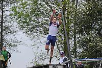 FIERLJEPPEN: IT HEIDENSKIP: Fierljepferiening It Heidenskip, 18-05-2013, Senioren Topklasse, Thewis Hobma (#143), ©foto Martin de Jong