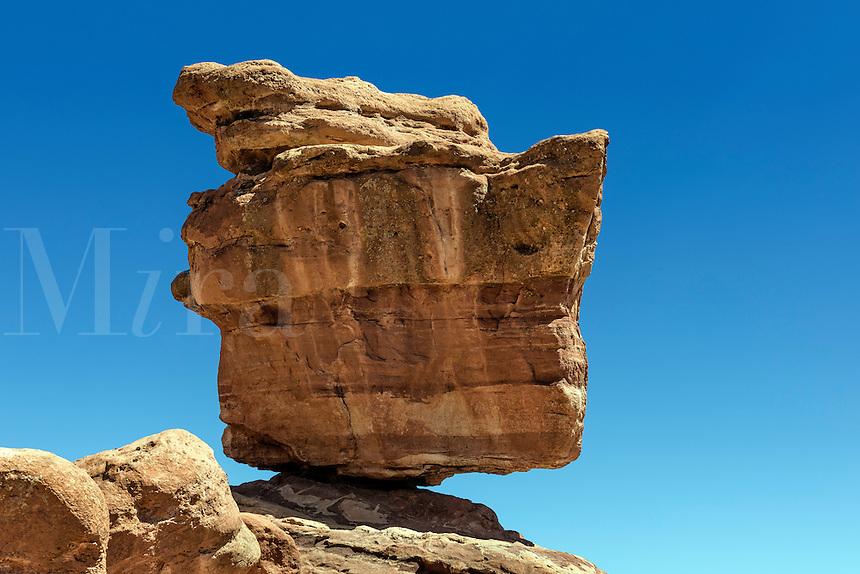 Balanced Rock, Garden of the Gods Park, Colorado Springs, Colorado, USA.