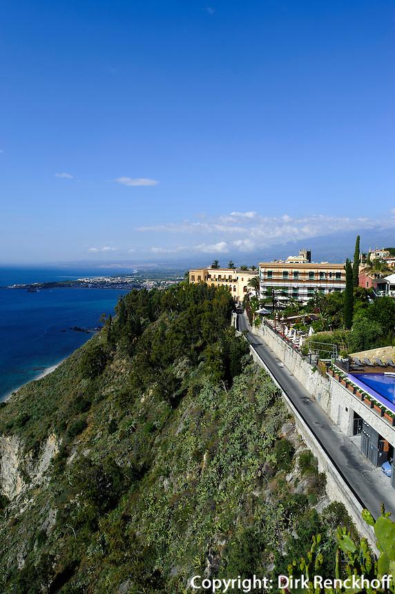Blick von Piazza IX Aprile in Taormina, Sizilien, Italien