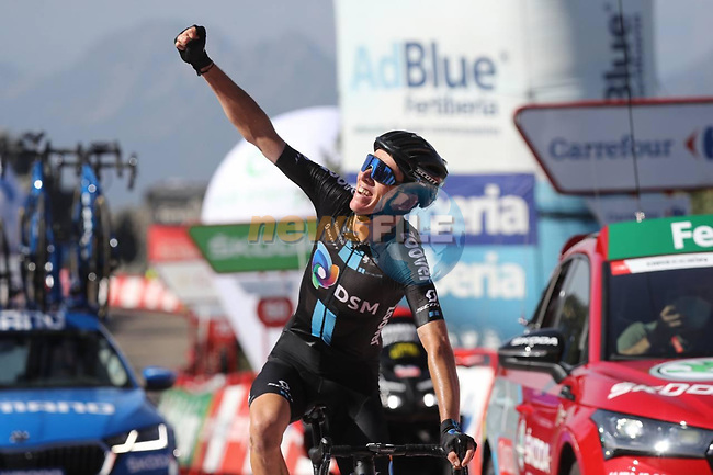 Romain Bardet (FRA) Team DSM wins Stage 14 of La Vuelta d'Espana 2021, running 165.7km from Don Benito to Pico Villuercas, Spain. 28th August 2021.     <br /> Picture: Luis Angel Gomez/Photogomezsport | Cyclefile<br /> <br /> All photos usage must carry mandatory copyright credit (© Cyclefile | Luis Angel Gomez/Photogomezsport)