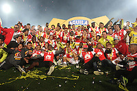 BOGOTA -COLOMBIA, 18-122016.Jugadores del Independiente Santa Fe  celebran al quedar campeones de La Liga Aguila II  2016de campeones de La Liga Aguila II 2016 al vencer al Deportes Tolima durante encuentro  por la  final  de la Liga Aguila II 2016 disputado en el estadio Nemesio Camacho El Campin./ Independiente Santa Fe players celebrate when they won the National Championship of La Liga Aguila II 2016 by beating Deportes Tolima during the match for the final of the Aguila II 2016 League played at Nemesio Camacho Stadium El Campin . Photo:VizzorImage / Felipe Caicedo  / Staff