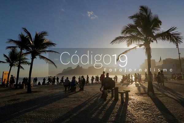 RJ. RIO DE JANEIRO 20.07.19 ENTARDECER. Entardecer deste sábado,  20, na praia do Arpoador, zona sul.(Foto Ellan Lustosa/Código 19)