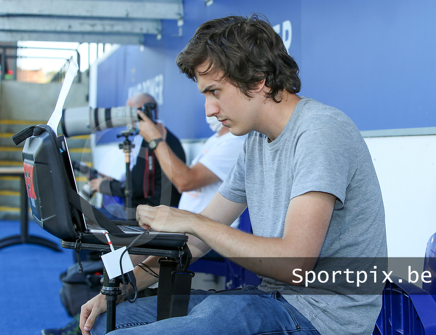 OHL's club photographer Tomas Sisk pictured before a female soccer game between Oud Heverlee Leuven and Standard Femina de Liege on the third matchday of the 2021 - 2022 season of Belgian Womens Super League , Sunday 5 th of September 2021  in Leuven , Belgium . PHOTO SPORTPIX.BE | SEVIL OKTEM