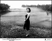 Prod DB © Silver Films / DR<br /> LA NUIT (LA NOTTE) de Michalangelo Antonioni 1960 ITA<br /> avec Jeanne Moreau<br /> champ, solitude, terrain de golf
