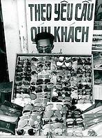 Brillenhändler, Vietnam 1991