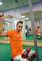 02-03-11Tennis, Oekraine, Charkov, Daviscup, Oekraine - Netherlands, De dubutant in het team Thomas Schoorel in de fitnes ruimte