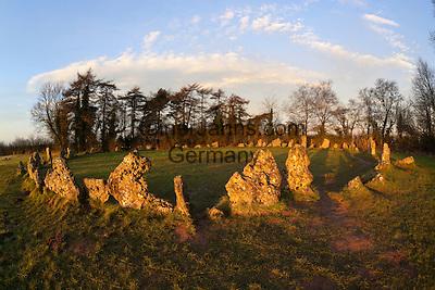 United Kingdom, England, Oxfordshire, Cotswolds, Chipping Norton: The Rollright Stones Bronze Age stone circle | Grossbritannien, England, Oxfordshire, Cotswolds, Chipping Norton: Die Rollright Stones aus der Bronzezeit