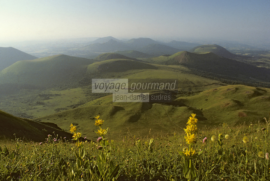 Europe/France/Auverne/63/Puy-de-Dôme/Parc Naturel Régional des Volcans: Le Puy-de-Dôme (1465 mètres)