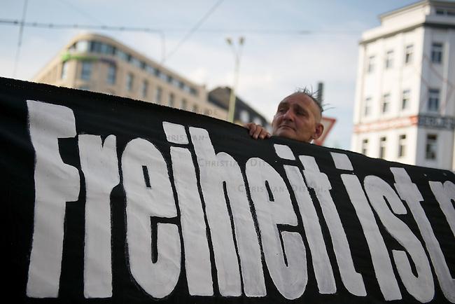 Antifaschistische Demonstration wegen den Terroranschlaegen in Norwegen.<br /> Am Mittwoch den 3. August 2011 demonstrierten ca. 200 Menschen in Berlin gegen den zunehmenden Rechtsextremismus und Rechtspopulismus. Anlass der Demonstration waren die Terroranschlaege eines Neonazis in Norwegen, bei denen ueber 70 Menschen ermordet wurden. <br /> 12.6.2011, Berlin<br /> Copyright: Christian-Ditsch.de<br /> [Inhaltsveraendernde Manipulation des Fotos nur nach ausdruecklicher Genehmigung des Fotografen. Vereinbarungen ueber Abtretung von Persoenlichkeitsrechten/Model Release der abgebildeten Person/Personen liegen nicht vor. NO MODEL RELEASE! Nur fuer Redaktionelle Zwecke. Don't publish without copyright Christian-Ditsch.de, Veroeffentlichung nur mit Fotografennennung, sowie gegen Honorar, MwSt. und Beleg. Konto: I N G - D i B a, IBAN DE58500105175400192269, BIC INGDDEFFXXX, Kontakt: post@christian-ditsch.de<br /> Bei der Bearbeitung der Dateiinformationen darf die Urheberkennzeichnung in den EXIF- und  IPTC-Daten nicht entfernt werden, diese sind in digitalen Medien nach §95c UrhG rechtlich geschuetzt. Der Urhebervermerk wird gemaess §13 UrhG verlangt.]