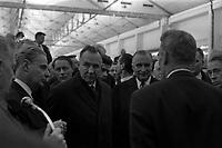 Le 5 Novembre 1966. Vue de Georges Pompidou et d'Alexis Kossyguine en visite dans une entreprise.