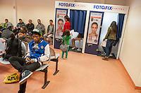 """Die """"Zentrale Aufnahmeeinrichtung des Landes Berlin fuer Asylbewerber"""" (ZAA) des Berliner Landesamt fuer Gesundheit und Soziales (LaGeSo) in der Turmstrasse 21 in Berlin-Moabit. Hier werden alle in Berlin ankommenden Fluechtlinge registriert und bekommen eine Erstversorgung. In dieser Erstaufnahmestelle werden sie auf die vom Land bereitgestellten Unterkuenfte verteilt.<br /> Im Bild: Fluechtlinge in einem Warteraeume. Im Fotoautomat koennen sie Passfotos fuer ihre Unterlagen machen lassen. Die Fotos werden von der Aufnahmeeinrichtung bezahlt.<br /> 24.9.2014, Berlin<br /> Copyright: Christian-Ditsch.de<br /> [Inhaltsveraendernde Manipulation des Fotos nur nach ausdruecklicher Genehmigung des Fotografen. Vereinbarungen ueber Abtretung von Persoenlichkeitsrechten/Model Release der abgebildeten Person/Personen liegen nicht vor. NO MODEL RELEASE! Don't publish without copyright Christian-Ditsch.de, Veroeffentlichung nur mit Fotografennennung, sowie gegen Honorar, MwSt. und Beleg. Konto: I N G - D i B a, IBAN DE58500105175400192269, BIC INGDDEFFXXX, Kontakt: post@christian-ditsch.de<br /> Urhebervermerk wird gemaess Paragraph 13 UHG verlangt.]"""