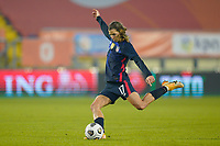 BREDA, NETHERLANDS - NOVEMBER 27: Tobin Heath #17 of the United States takes a shot during a game between Netherlands and USWNT at Rat Verlegh Stadion on November 27, 2020 in Breda, Netherlands.