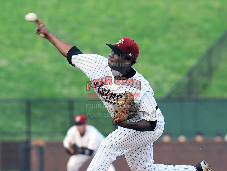 August 2, 2009: RHP Jose Cisnero (33) of the Greeneville Astros, rookie Appalachian League affiliate of the Houston Astros, in a game at at Pioneer Park in Greeneville, Tenn. Photo by:  Tom Priddy/Four Seam Images