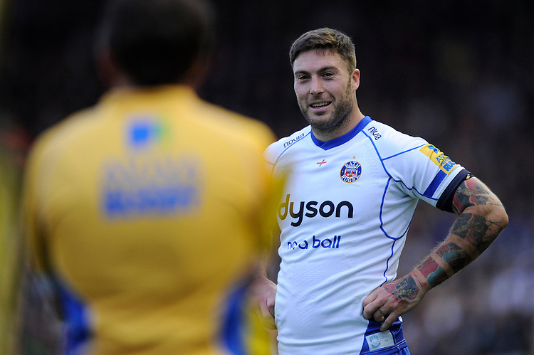 Matt Banahan of Bath Rugby jokes with the Assistant Referee during a break in play