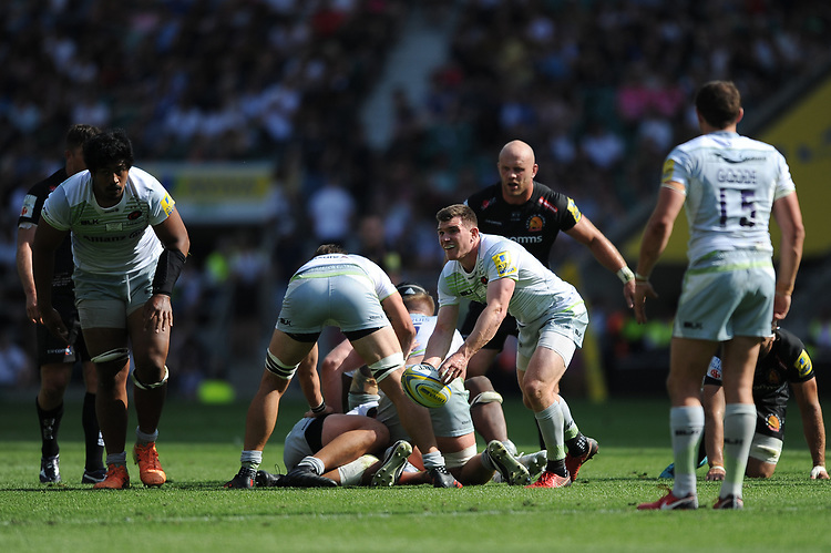 Ben Spencer of Saracens passes during the Aviva Premiership Rugby Final between Exeter Chiefs and Saracens at Twickenham Stadium on Saturday 26th May 2018 (Photo by Rob Munro/Stewart Communications)