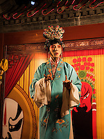 Pekingoper auf Wangfujing-Snackstreet iin Peking, China, Asien<br /> Beijing Opera at Wangfijing snack-street, Beijing, China, Asia