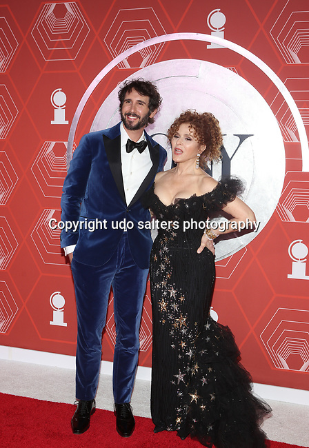 Josh Groban and Bernadette Peters attend the 74th Tony Awards-Broadway's Back! arrivals at the Winter Garden Theatre in New York, NY, on September 26, 2021. (Photo by Udo Salters/Sipa USA)