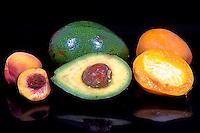 Frutas, pessego, abacate e manga. Foto de Thais Falcão.