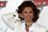 """L'attrice Sophia Loren posa durante un photocall per la presentazione del film """"Cars 2"""" a Roma, 15 giugno 2011..Italian movie legend Sophia Loren poses during a photocall for the presentation of the animation movie """"Cars 2"""" in Rome, 15 june 2011. Sophia Loren voices the  Mama Topolino in the Italian version..UPDATE IMAGES PRESS/Riccardo De Luca"""