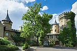 Germany; Free State of Thuringia, near Meiningen: Landsberg Castle, built 1840, today a 4-stars-hotel | Deutschland, Freistaat Thueringen, bei Meiningen: Schloss Landsberg (Meiningen) im Werratal, erbaut als Lustschloss der Herzoege von Sachsen-Meiningen, heute ein 4-Sterne-Hotel