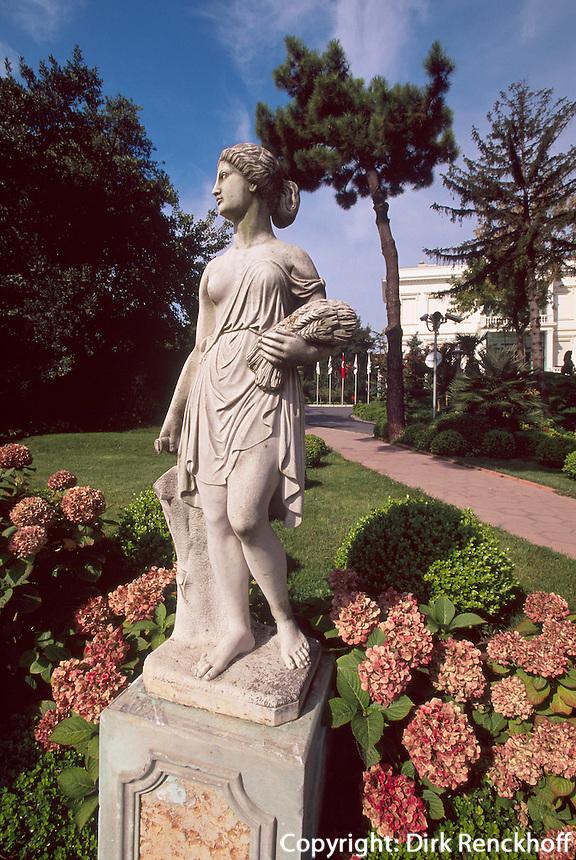 Türkei, Park des Sakip Sabaci Müzezi am Bosporos in Emirgan bei Istanbul