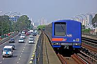 Avenida e Trem do metro. São Paulo. 2007. Foto de Juca Martins.