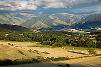 Europe/France/Languedoc-Roussillon/66/Pyrénées-Orientales/Cerdagne/Font-Romeu-Odeillo-Via: Fenaison sur le plateau cerdan et les Pyrénées Catalanes