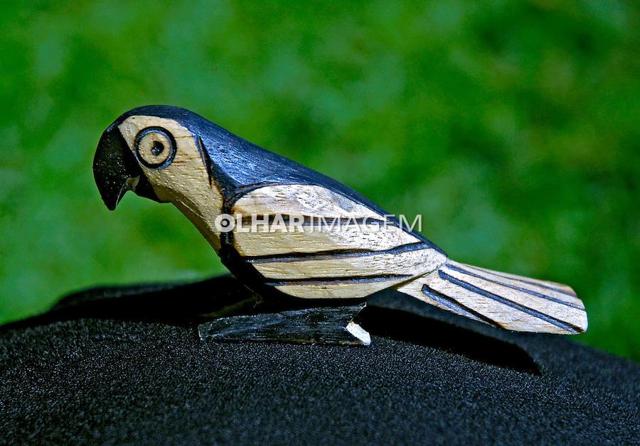 Pássaro  de madeira. Artesanato indígena. Foto de Sônia Oddi.