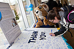 Students signa thank you card to Foundation donors at Hope Commons  on the Kingston campus in South Kingstown, RI. on Thursday, Feb. 28, 2013. (Photo/Joe Giblin)