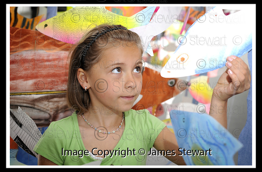 22/06/2009  Copyright  Pic : James Stewart.08_cross_currents.DELTA STUDIOS :: CROSS CURRENTS EXHIBITION :: EVA SMITH (8) FROM ST. ANDREW'S PRIMARY GETS A CLOSE UP LOOK AT THE SHOAL OF ART FISH :: .James Stewart Photography 19 Carronlea Drive, Falkirk. FK2 8DN      Vat Reg No. 607 6932 25.Telephone      : +44 (0)1324 570291 .Mobile              : +44 (0)7721 416997.E-mail  :  jim@jspa.co.uk.If you require further information then contact Jim Stewart on any of the numbers above.........