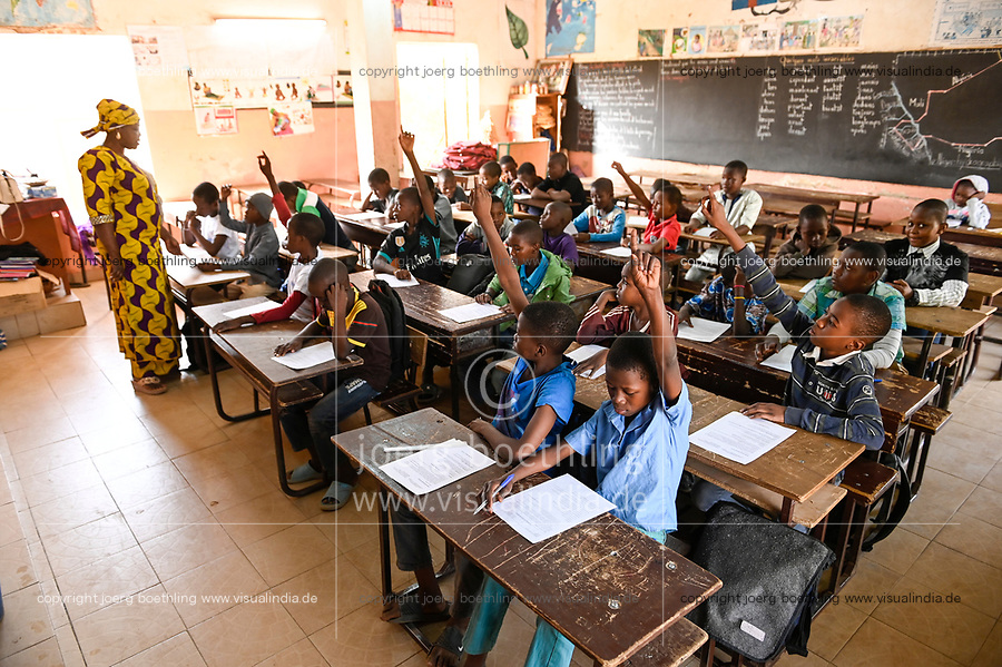 NIGER, Niamey, catholic schhol Mission Garcons / Katholische Schule Mission Garcons