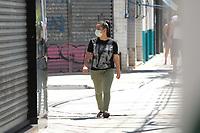 SAO PAULO, SP 23.03.2020 - CORONAVIRUS-SP - Pessoas usando mascaras medicas sao vistas caminhando no comercio do bairro do Ipiranga regiao sul da cidade de Sao Paulo durante a Pandemia de Coronavirus COVID-19 (Foto: Amauri Nehn/Brazil Photo Press/Folhapress)