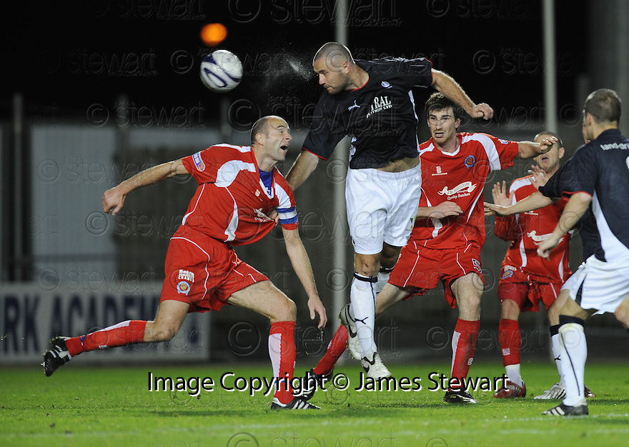 23/09/2008  Copyright Pic: James Stewart.File Name : sct_jspa03_falkirk_v_qots.MICHAEL HIGDON HEADS TOWARDS GOAL.James Stewart Photo Agency 19 Carronlea Drive, Falkirk. FK2 8DN      Vat Reg No. 607 6932 25.Studio      : +44 (0)1324 611191 .Mobile      : +44 (0)7721 416997.E-mail  :  jim@jspa.co.uk.If you require further information then contact Jim Stewart on any of the numbers above........