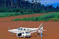 Aeroporto do garimpo de Serra Pelada. Pará. 1986. Foto de Juca Martins.