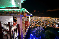 BOGOTÁ -COLOMBIA. Aspecto de la ilumniación navideña en el santuario de Monserrate en Bogotá, Colombia./ Aspect of the christmas lights at sanctuary of Monserrate in Bogota, Colombia.  Photo: VizzorImage/ Gabriel Aponte / Staff