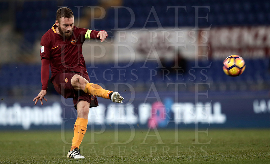 Calcio, Serie A: Roma vs Cagliari, Roma, stadio Olimpico, 22 gennaio 2017.<br /> Roma's Daniele De Rossi in action during the Italian Serie A football match between Roma and Cagliari at Rome's Olympic stadium, 22 January 2017. <br /> UPDATE IMAGES PRESS/Isabella Bonotto