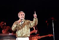 YVON DESCHAMPS<br /> lors du spectacle de la fete nationale a Quebec, le 23 juin 1986<br /> <br /> PHOTO : Agence Quebec Presse