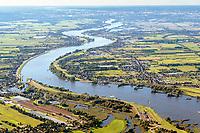 Elbe bei Zollenspieker mit Blick nach Hamburg: EUROPA, DEUTSCHLAND, HAMBURG,  01.09.2020: Elbe bei Zollenspieker mit Blick nach Hamburg