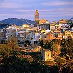 Spain, Costa Blanca, Polop: Traditional mountain village near Benidorm at last sunlight | Spanien, Costa Blanca, Polop: traditionelles Bergdorf bei Benidorm im Abendlicht