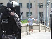 Recife (PE), 29/05/2021 - Protesto-Recife - Protesto contra Bolsonaro, neste sábado (29), no bairro do Derby área central do Recife. Os manifestantes saíram em caminhada até o final da Conde da Boa Vista, bairro homônimo no centro da cidade, alguns confrontos verbais entre bolsonaristas e apoiadores do ex-presidente Luiz Inácio Lula da Silva aconteceram durante o trajeto, os manifestantes ressaltaram durante o ato a importância da utilização de máscaras, distanciamento social e álcool, como forma de proteção contra o Coronavírus.