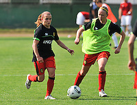 Hungary - Hongarije : UEFA Women's Euro Qualifying group stage (Group 3) - 20/06/2012 - 17:00 - szombathely  - : Hungary ( Hongarije ) - BELGIUM ( Belgie) :.Davina Philtjens aan de bal voor Inge Heiremans.foto DAVID CATRY / JOKE VUYLSTEKE / Vrouwenteam.be.
