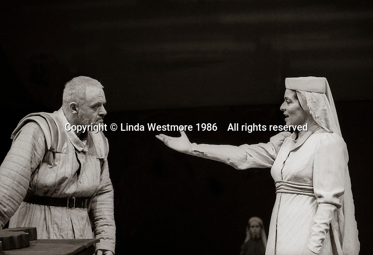 """King Lear (Anthony Hopkins) and Regan (Suzanne Bertish) in  """"King Lear"""" by William Shakespeare at the National Theatre, London 1986.  Directed by David Hare and designed by Hayden Griffin."""