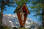 Oesterreich, Salzburger Land, Pinzgau, Dienten: Bildstock vorm Hochkoenig | Austria, Salzburger Land, Pinzgau, Dienten: shrine and Hochkoenig mountains